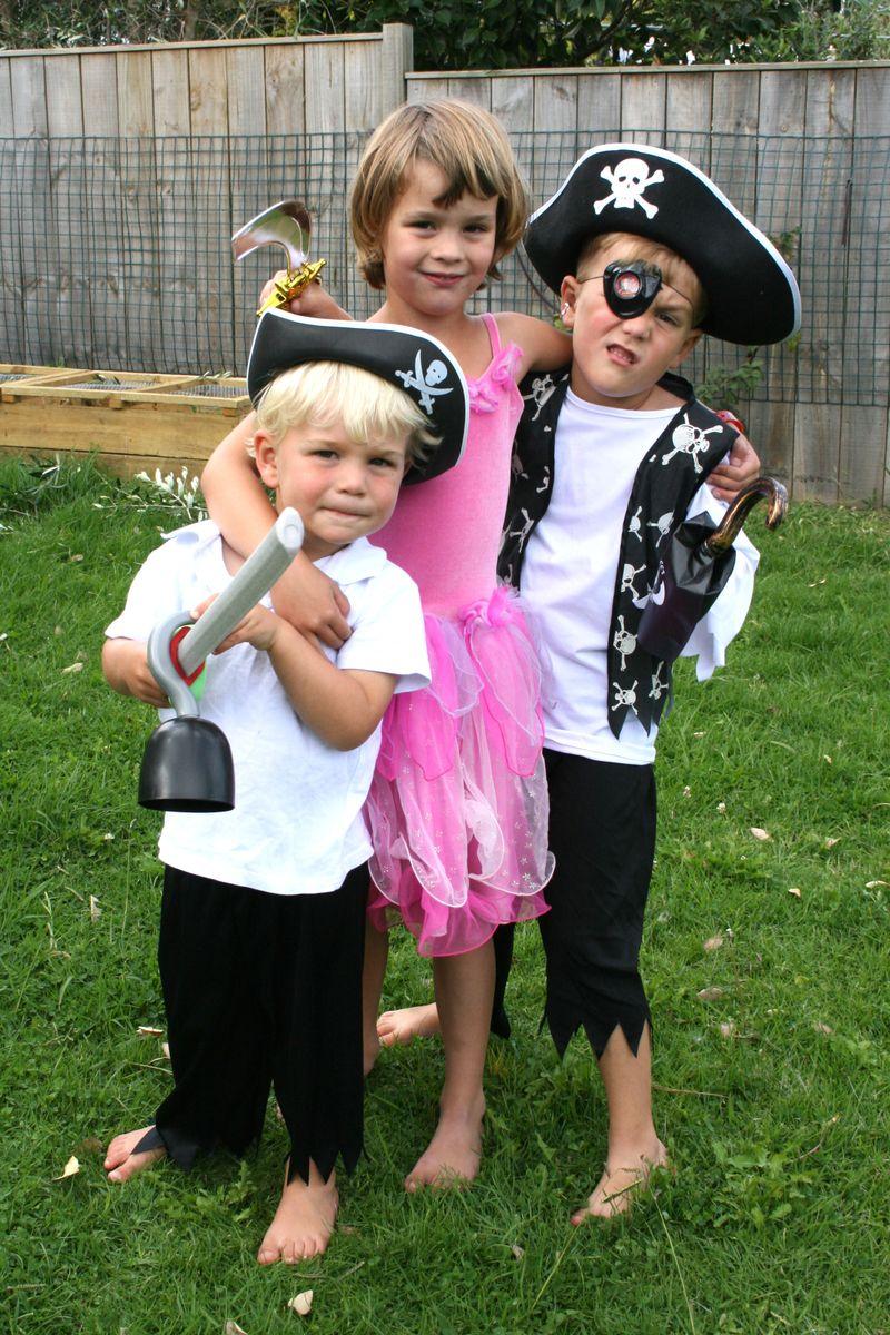 Princess-and-pirate-dress-u