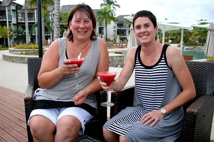 Fiji-friends-and-cocktails