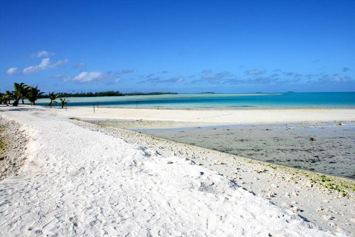 Aitutaki-beach-2