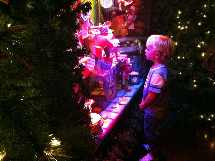 Santas-grotto-waiting-in-2