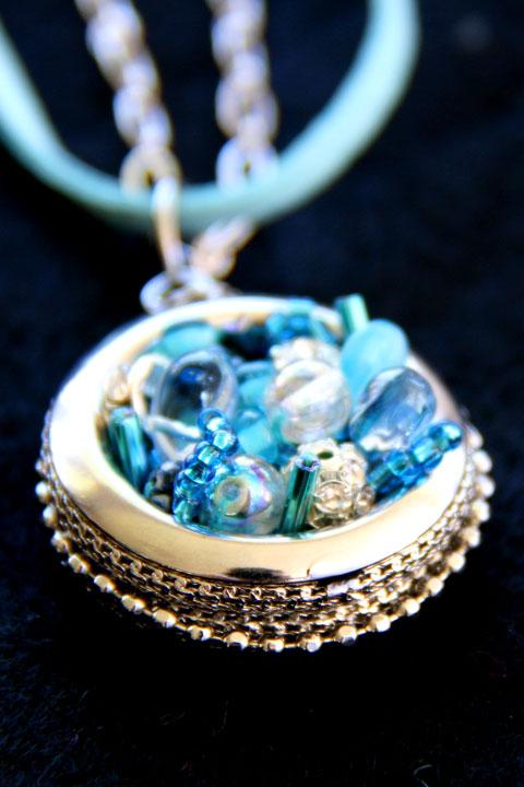 Vonny's-necklace-CU