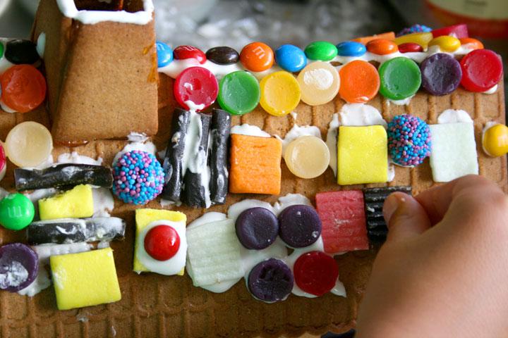 Gingerbread-house-CU