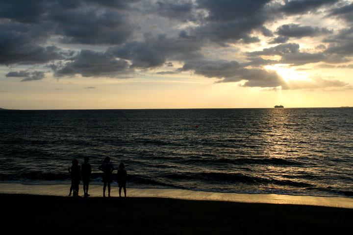 Fiji-sunset-kids