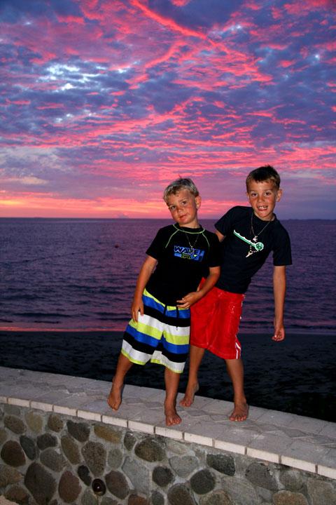 Fiji-sunset-matt-and-dan