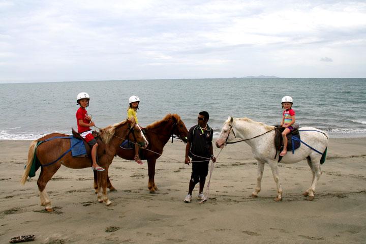 Fiji-horseriding-2