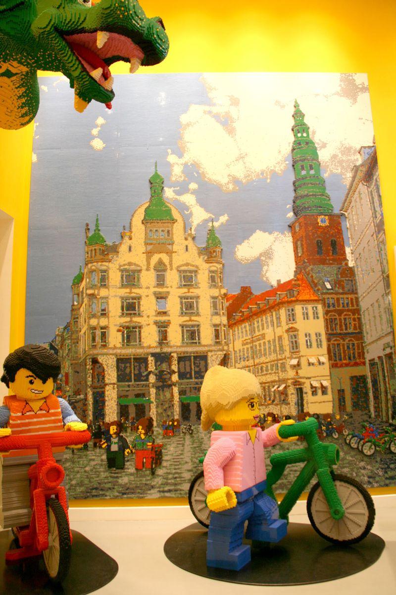 Copenhagen-Lego-store-bike-1