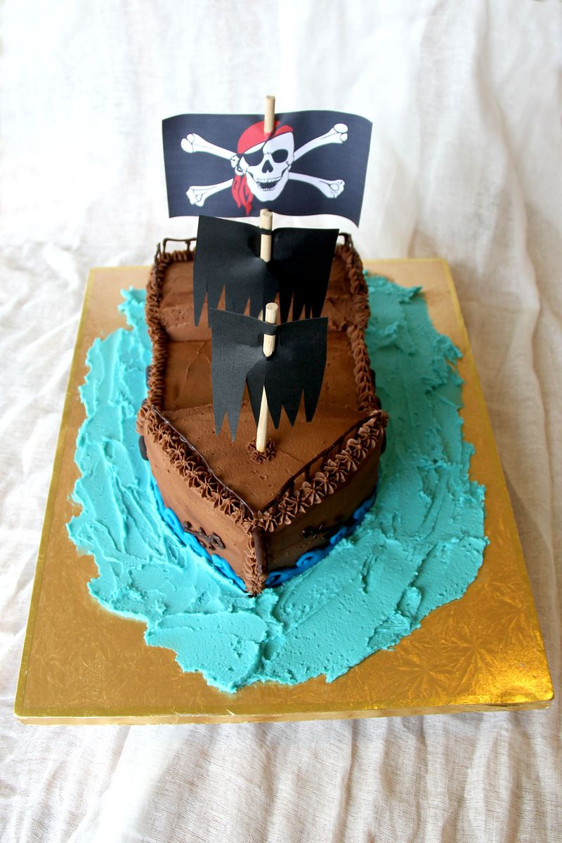 Pirate-ship-cake-1