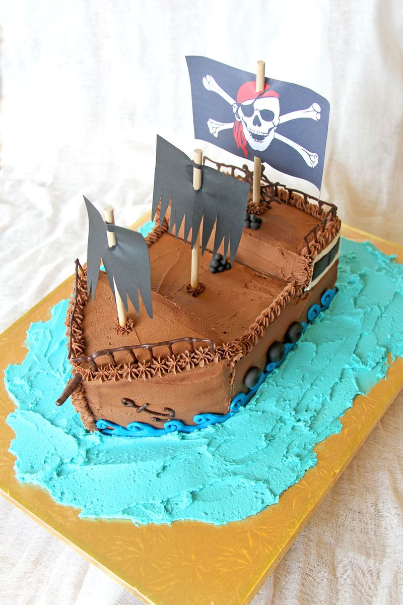 Pirate-ship-cake