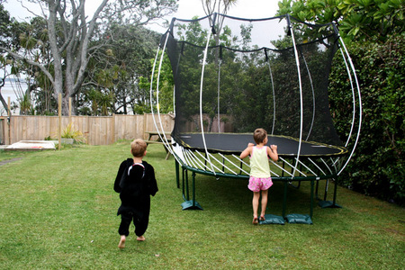 Matt_and_sarah_finding_trampoline_7