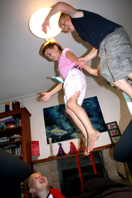 Hut_fun_ms_jumping_72dpi