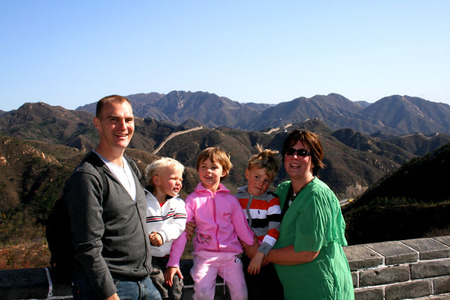 China_family_on_the_great_wall_72dp
