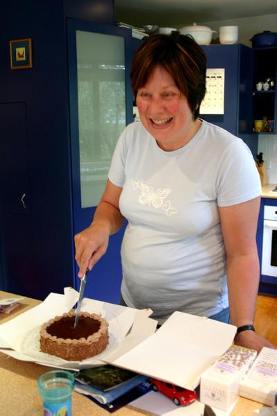 Me_cutting_cake_72dpi