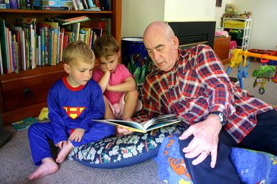 Poppa_reading_stories_72dpi